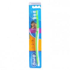 Oral-B Зубная щетка 3-effect Classic 40 средней жесткости