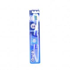 Oral-B Зубная щетка Pro-Expert Pulsar 35 средней жесткости с батарейкой
